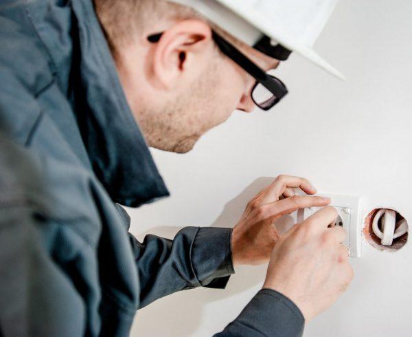 """קבלן חשמל נכשל בבדיקת פוליגרף וחוייב לשלם 777,000 ש""""ח"""