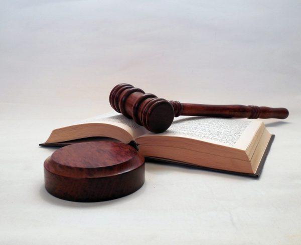 שופט: אמינותה של בדיקת פוליגרף עולה על עדות ראייה
